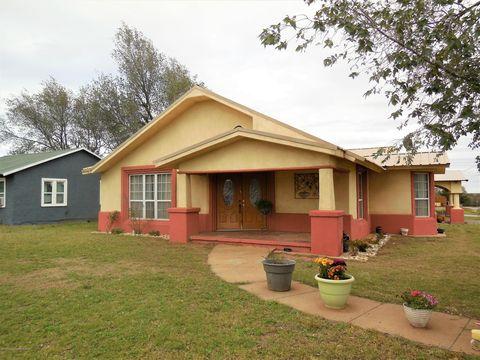 Photo of 700 N Madden St, Shamrock, TX 79079
