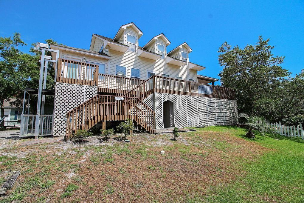110 SW 11th St Oak Island Wooded, NC 28465