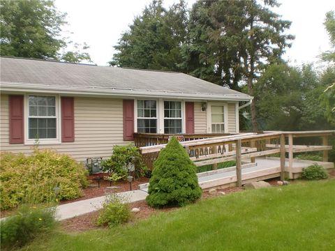 Photo of 1408 Ivywood Dr, Shaler Township, PA 15101