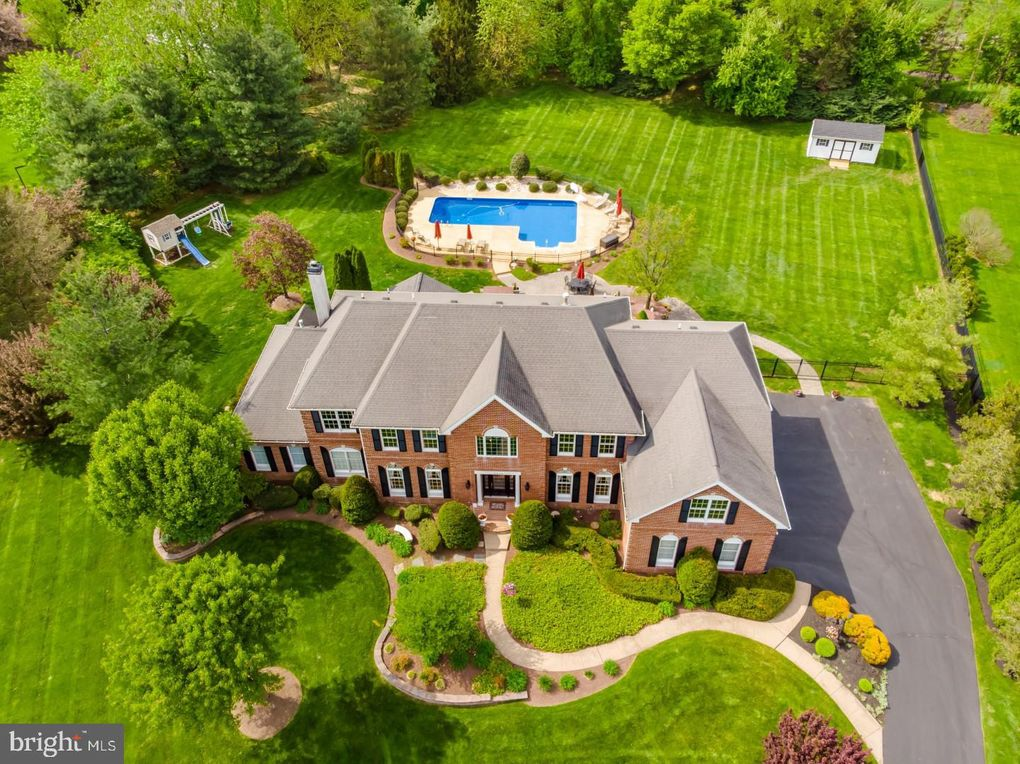 2016 Silverwood Dr Newtown, PA 18940