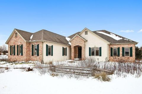 111 Eagles Lookout, North Prairie, WI 53153