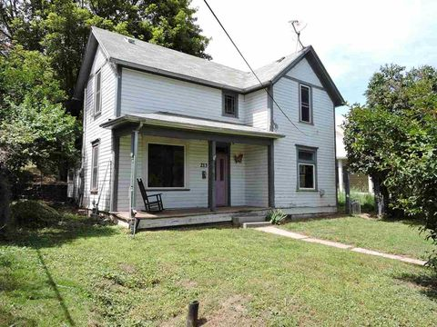 Photo of 213 N West St, Colfax, WA 99111