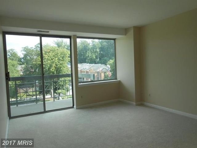 5450 Whitley Park Ter Apt 409, Bethesda, MD 20814   Bedroom