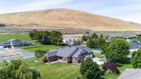 Photo of 3902 S Highlands Blvd, West Richland, WA 99353
