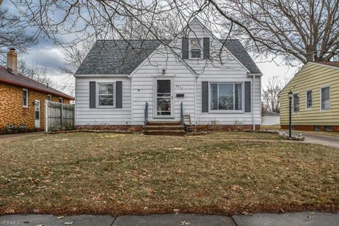 Photo of 6317 Dellrose Dr, Parma Heights, OH 44130
