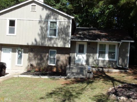 Photo of 5108 Galbraith Cir, Stone Mountain, GA 30088