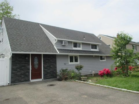 Photo of 40 Blacksmith Rd, Levittown, NY 11756