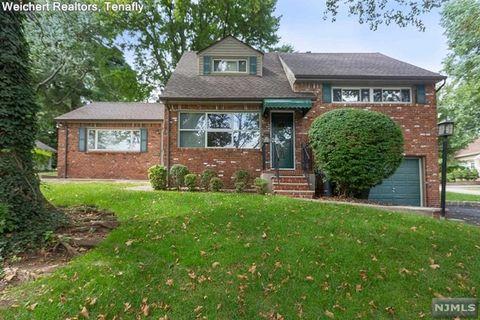 944 E Lawn Dr, Teaneck, NJ 07666