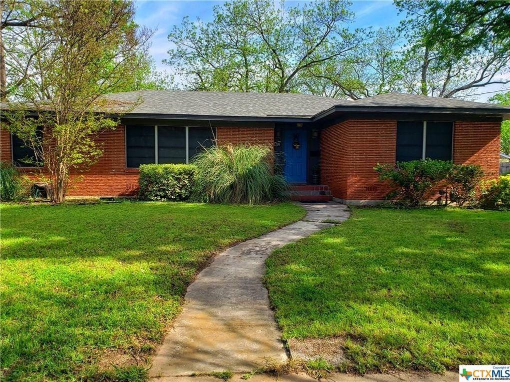 1209 E Leon St Gatesville, TX 76528