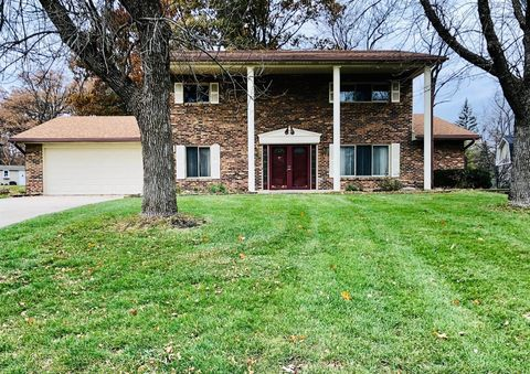 3433 Garianne Dr, Butler Township, OH 45414