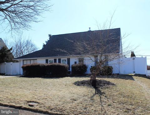 Photo of 27 Hearth Rd, Levittown, PA 19056