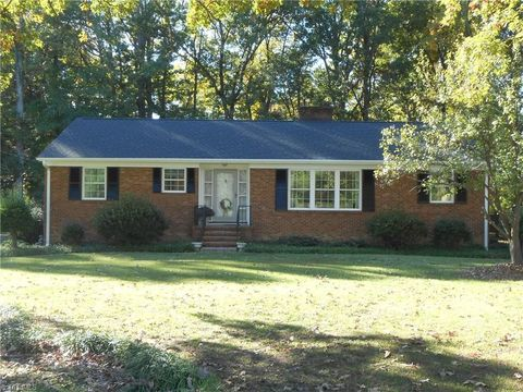 2504 W Woodlyn Way, Greensboro, NC 27407