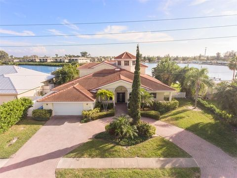 Photo of 529 Key Royale Dr, Holmes Beach, FL 34217
