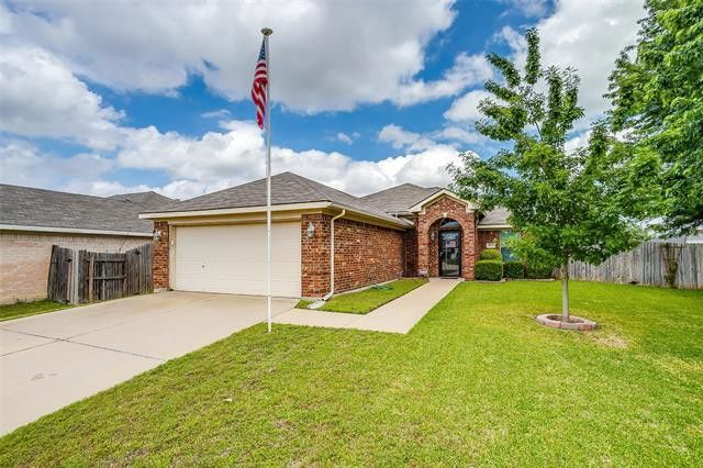 8521 Orlando Springs Dr Fort Worth, TX 76123