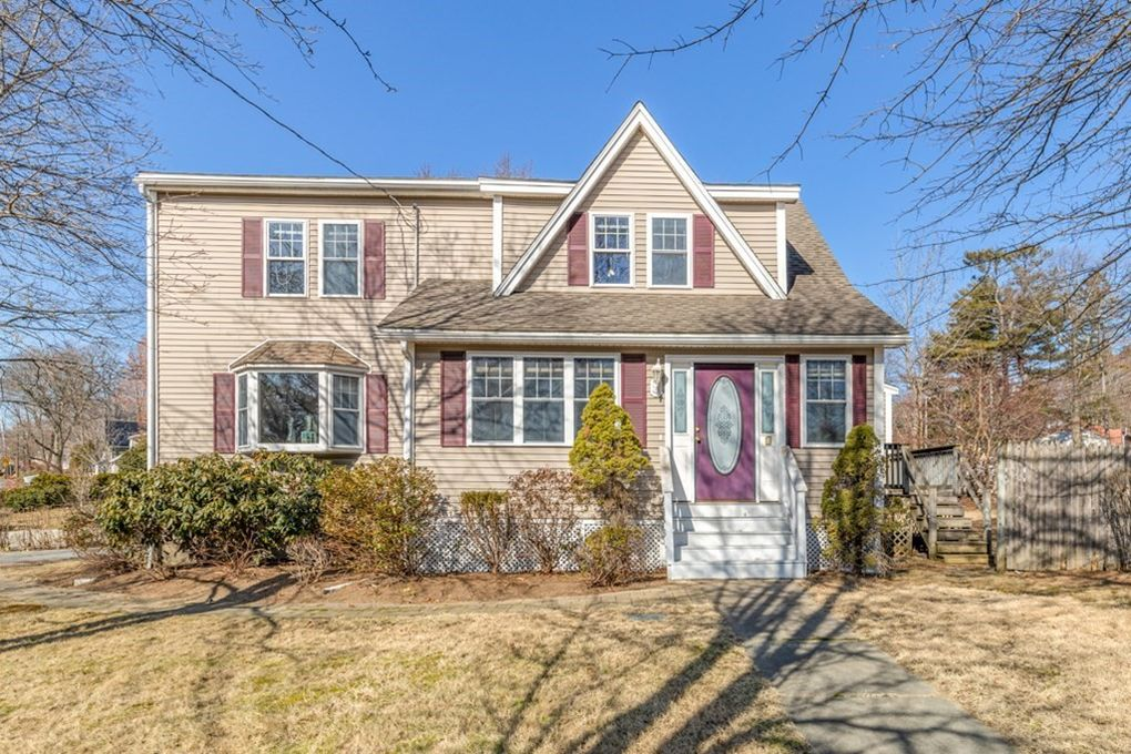3 Willow St Reading, MA 01867