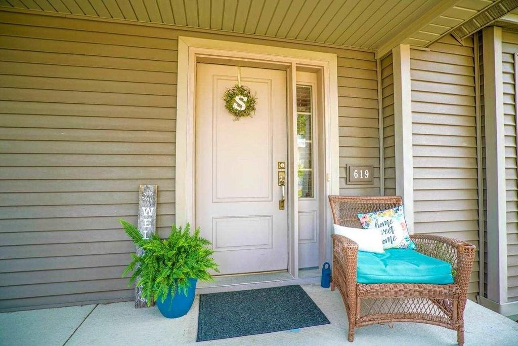 619 Hercules Trl Madison Wi 53718, Porch Furniture Madison Wi