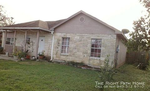 Photo of 415 E Lake Dr, Taylor, TX 76574