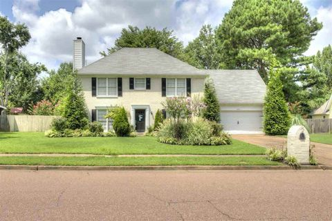 Photo of 655 Lancelot Ln, Collierville, TN 38017