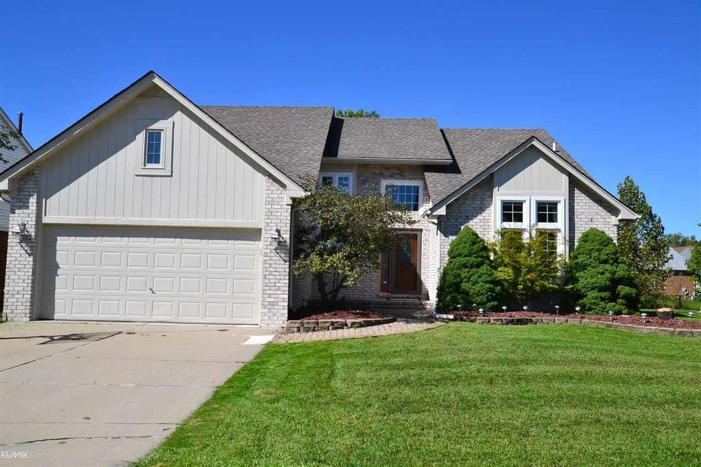 52567 Mary Martin Dr Chesterfield, MI 48051