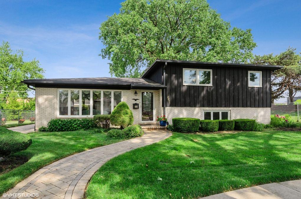 2251 Pine St Des Plaines, IL 60018
