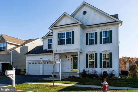 Photo of 17670 Cleveland Park Dr, Round Hill, VA 20141