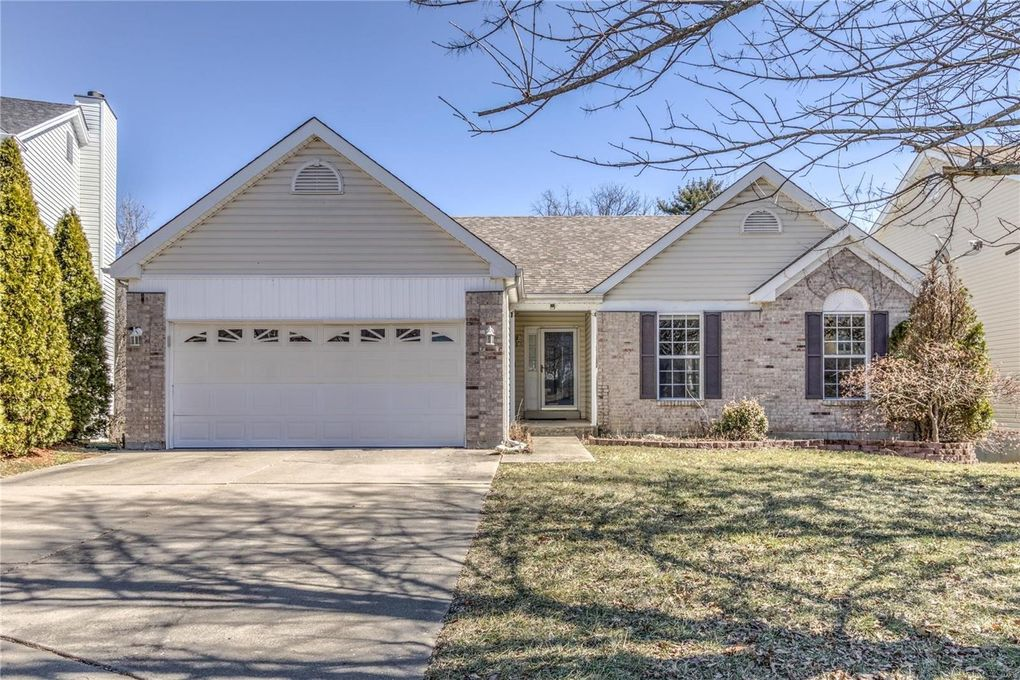 400 Coventry Trail Ln Maryland Heights, MO 63043