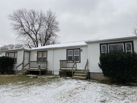 Photo of 910 High St, Sarcoxie, MO 64862
