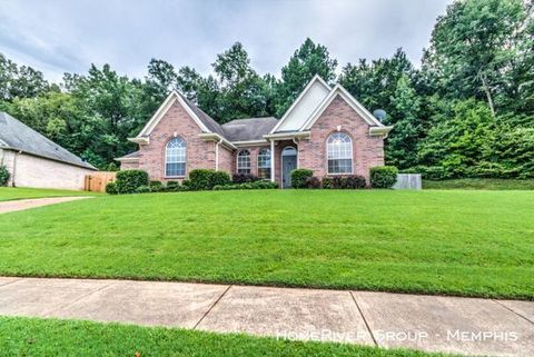 Photo of 10151 Woodland Hills Dr, Cordova, TN 38018