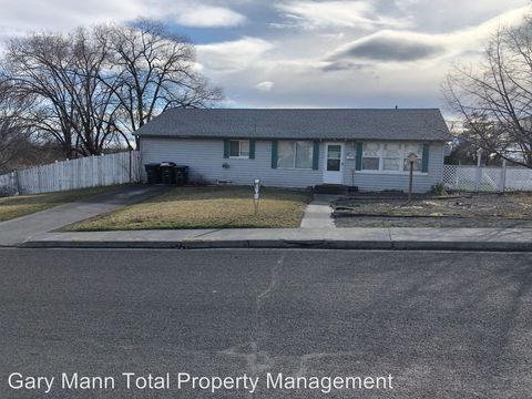 Photo of 617 W Loop Dr, Moses Lake, WA 98837
