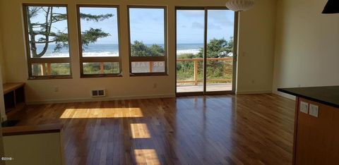 Photo of 380 Village Ln, Yachats, OR 97498