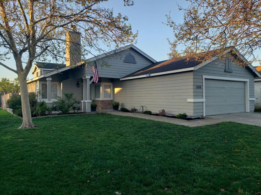 1608 Terra Vista Ln Stockton, CA 95206