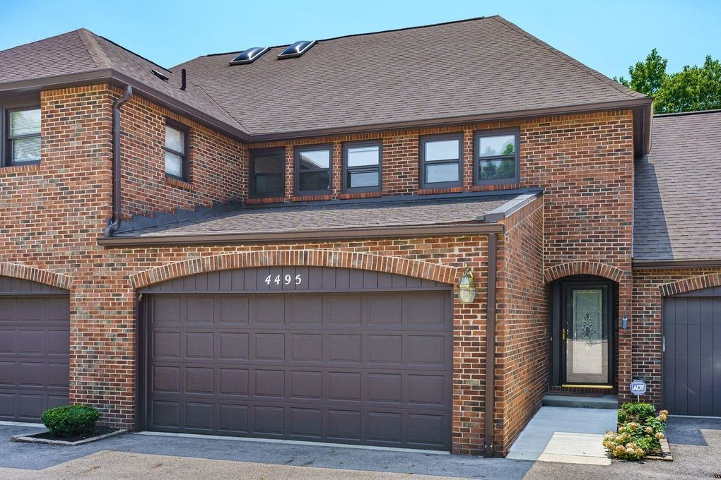4495 Carriage Hill Ln Columbus, OH 43220