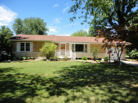318 Red Row, Marion, IL 62959
