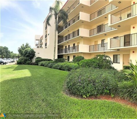 2820 Tennis Club Dr Apt 204, West Palm Beach, FL 33417