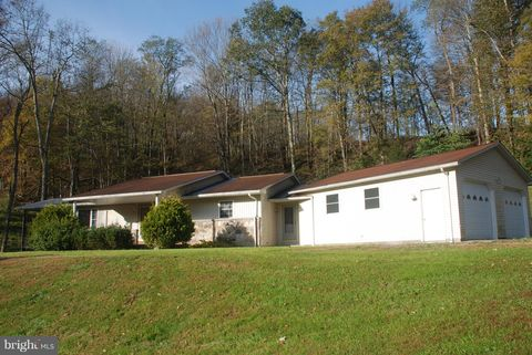 4642 Maple Spring Hwy, Eglon, WV 26716