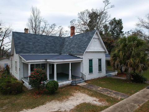 Photo of 716 3rd St, Chipley, FL 32428