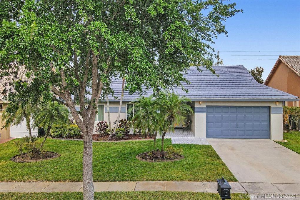 1427 NW 161st Ave Pembroke Pines, FL 33028