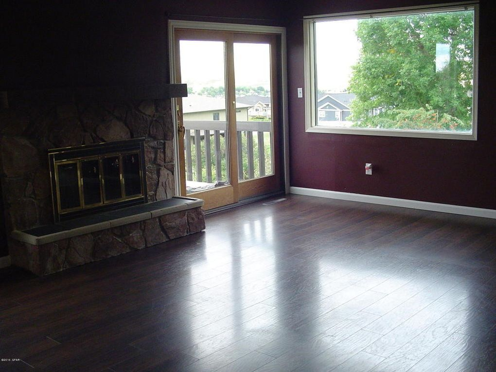 2001 mountain view dr great falls mt 59405 - The living room great falls mt ...