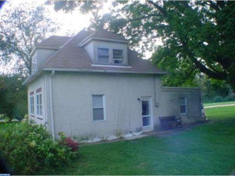 106 W Brookhaven Rd, Brookhaven, PA 19015