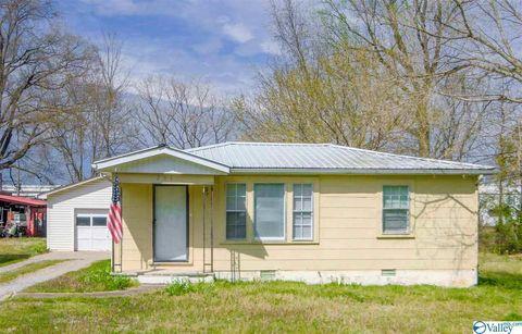 Photo of 207 Dawson St, Scottsboro, AL 35768