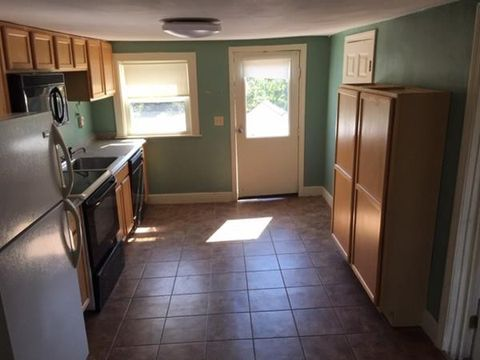 Photo of 261 Main St Apt 3, Rutland, MA 01543