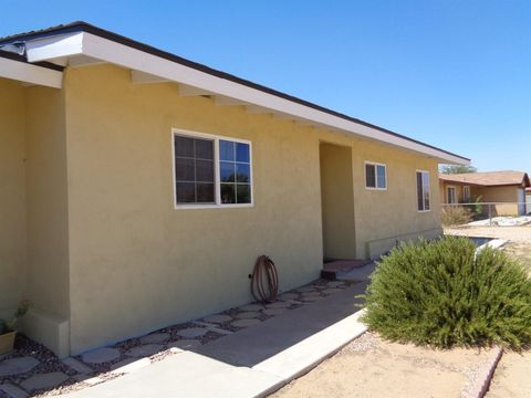 13014 Algonquin Rd, Apple Valley, CA 92308