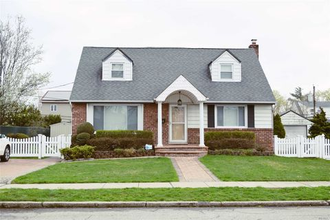 Photo of 145 Lorraine Gate, East Meadow, NY 11554