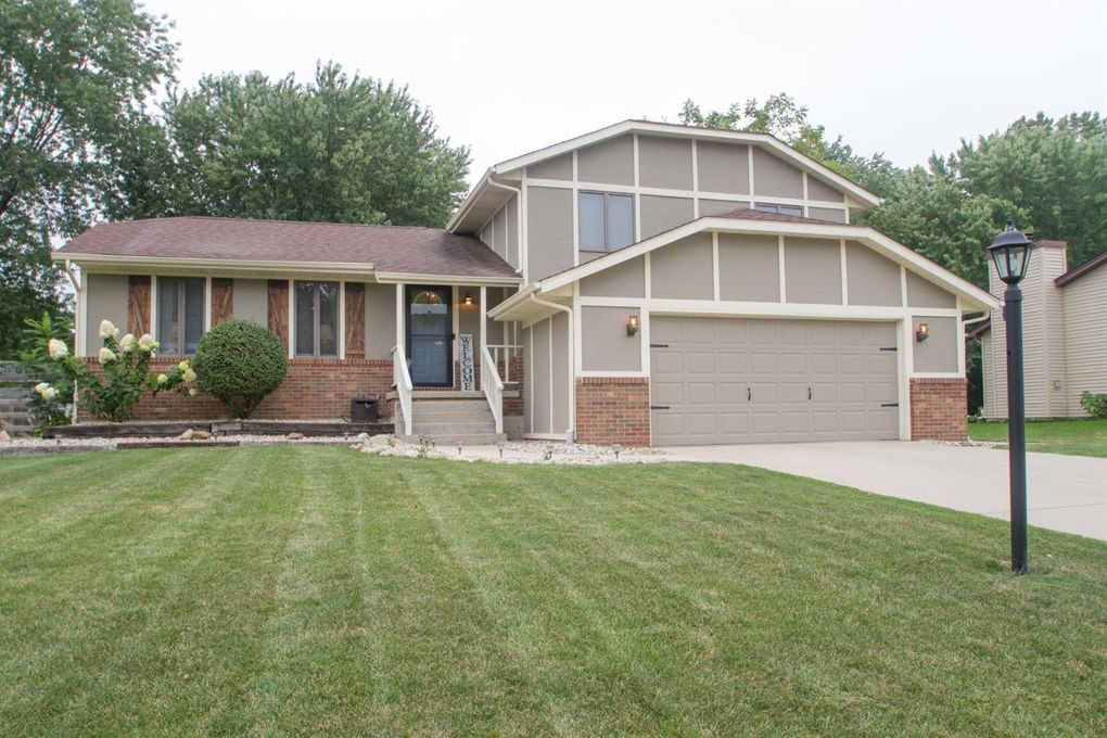 4508 Kingsdale Dr Valparaiso, IN 46383