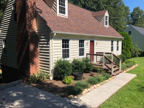 409 Jefferson Woods Dr, Forest, VA 24551