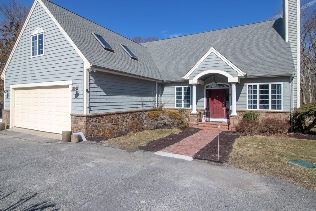 2624 Wellington St, N Dighton, MA 02764