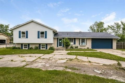 47356 Atwater St, Chesterfield Township, MI 48047
