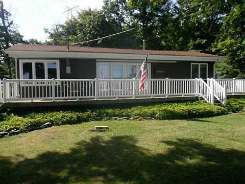 12893 Haskell Dr, North Springfield, PA 16430
