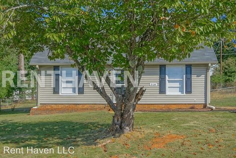 Photo of 518 Rotterdam Rd, Easley, SC 29640