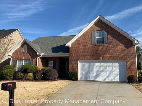 Photo of 704 Center Rd, Taylors, SC 29687